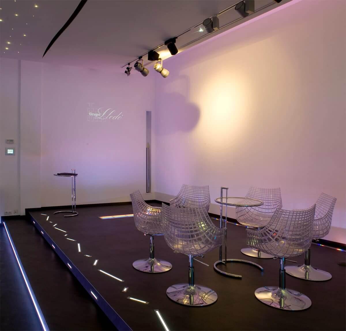 Exposición de Iluminación profesional con LED RGB