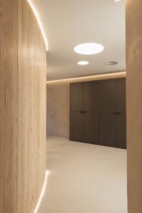 Espacios de trabajo con luminarias LED.
