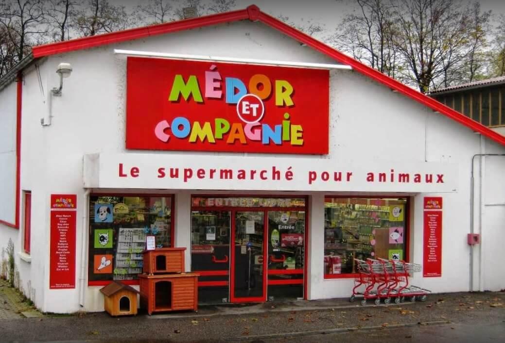 Iluminamos el mercado de referencia en complementos y suministros para animales