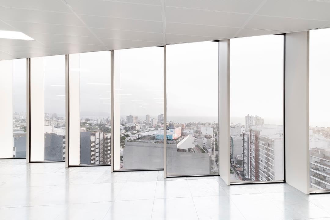 Paneles luminosos e integración de techos