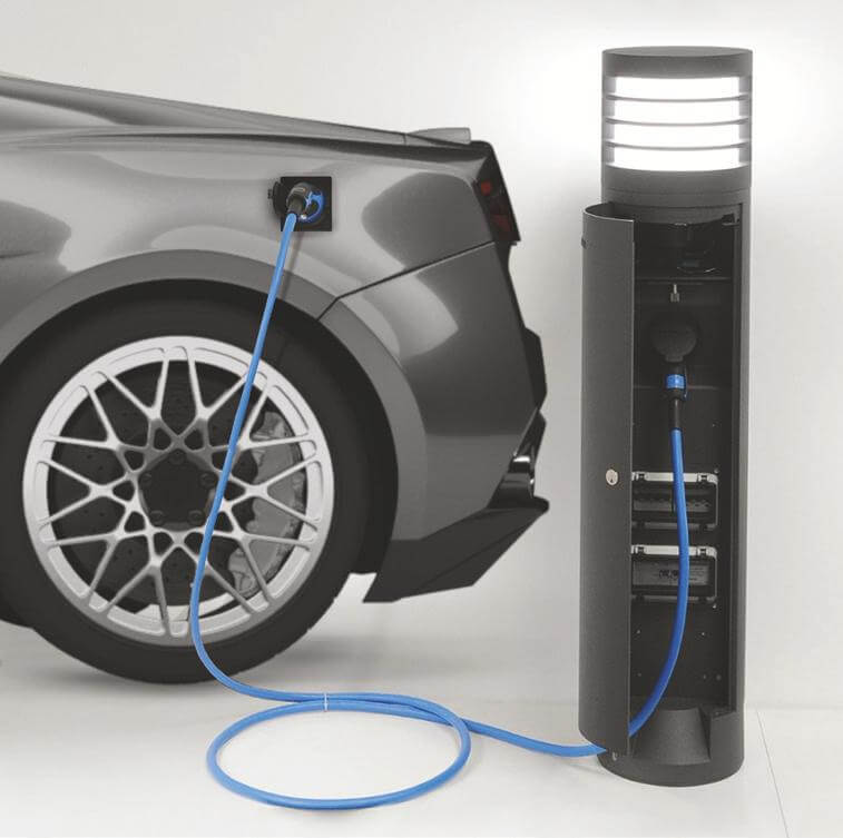 Baliza con cargador de baterías para vehículos eléctricos.