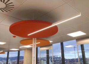 Sistemas acústicos con iluminación integrada.