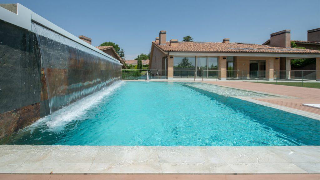 Vistas piscina con luminarias BEGA4