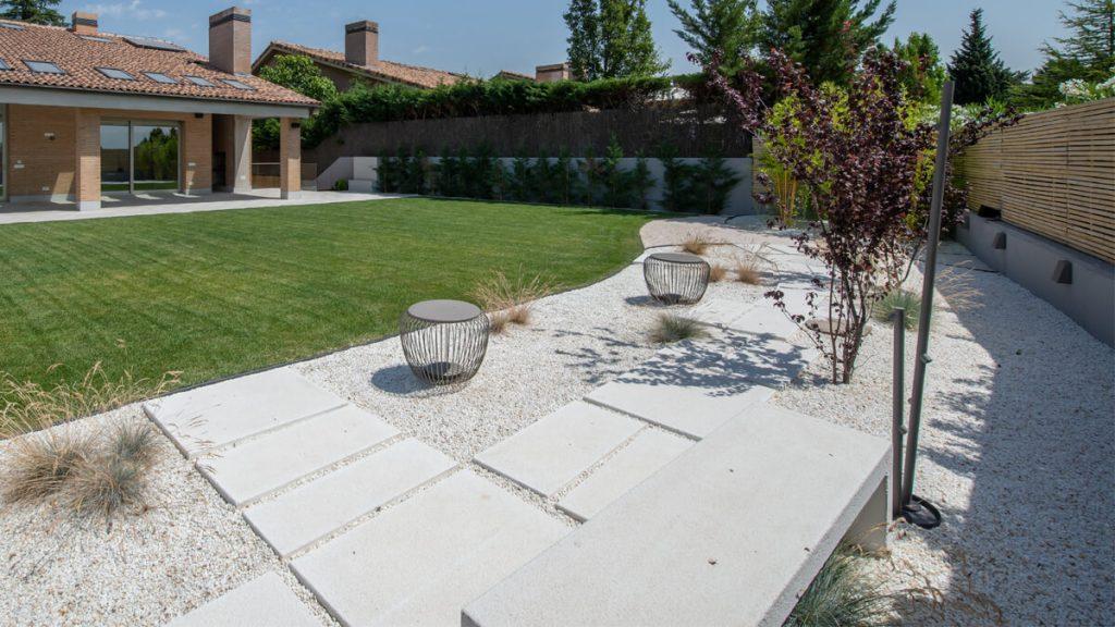 Vistas jardín con luminarias BEGA1